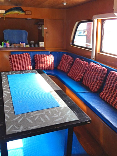 MV Sailfish 3 salon.